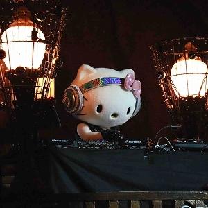 DJ ハローキティが盛り上げる!夜のピューロランドでハロウィンパーティ!前売りチケット発売中