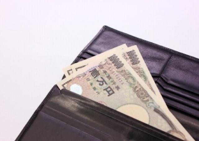 サラリーマンのお小遣い3万円は「少ない」のか? 希望額と約2万円の開き、それに対し妻の答えは...
