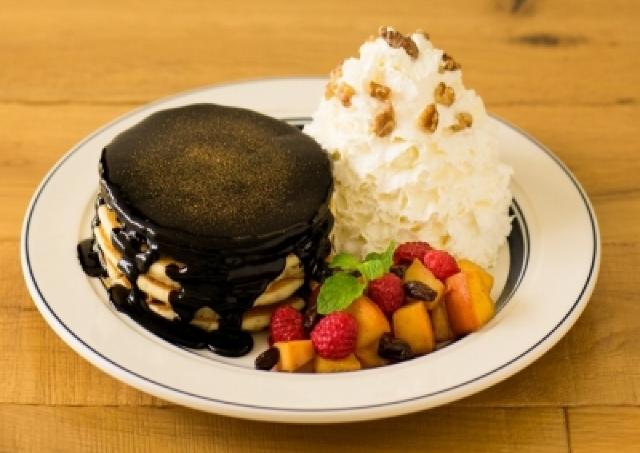 Eggs 'n Things銀座店1周年 ビターチョコをたっぷりかけた記念パンケーキ召しあがれ