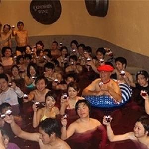 祝10周年!大人気「ボージョレ・ヌーボー風呂」が今年も箱根小涌園ユネッサンに出現