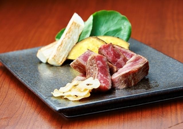 60日間熟成された「神戸牛」の鉄板焼き専門店 「THE MIYACHI」銀座にオープン