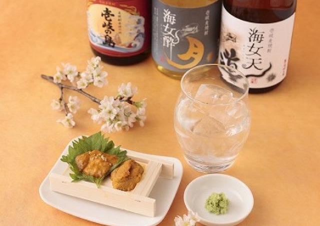 東京駅でお花見しながら24種を「はしご酒」 人気グルメをチケットで飲み歩き