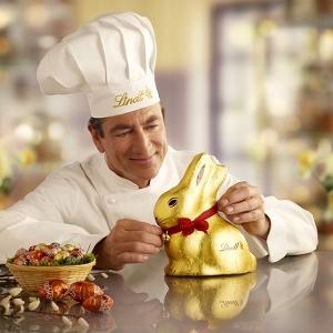 金の巨大ウサギが春を運んでくる 「リンツ」のイースターコレクション
