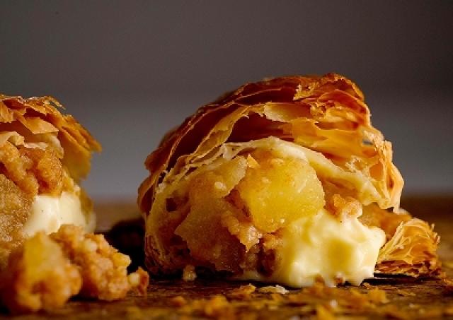 焼き立てを召し上がれ! 北海道の人気カスタードアップルパイが進化して池袋に上陸