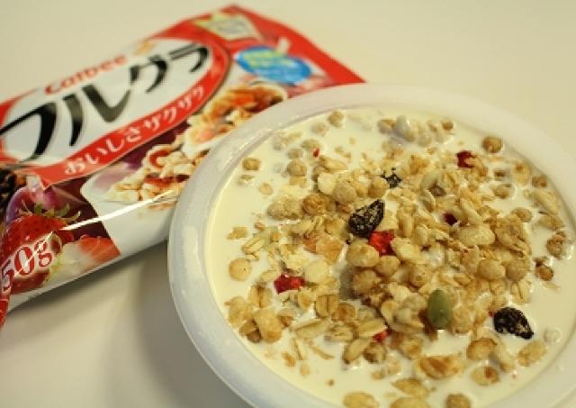 この発想はなかった!グラノーラを「豆腐」で食べる異色の新商品食べてみた