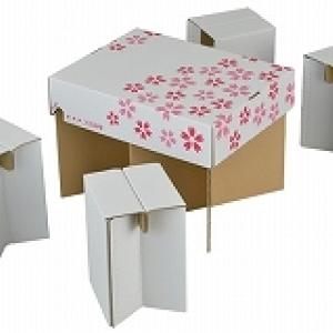 お花見便利グッズ 段ボール製のテーブル&椅子であっと言う間に完成「お花見4人席」