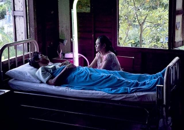 映画「光りの墓」/眠り病に冒された兵士たち 原因は、数千年前の国王たちの魂だった