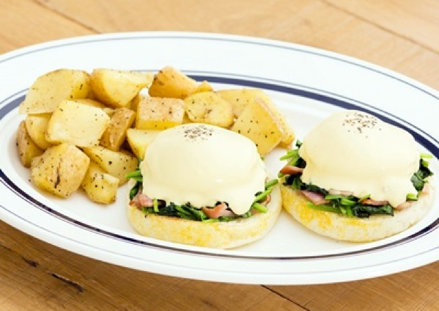 Eggs 'n Thingsの「エッグスベネディクト」がパワーアップ! 新作含む全10種ぜんぶ魅せます