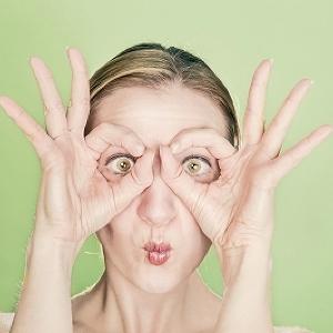 ほうれい線の原因は意外なところに...!「老け顔」を招く日常習慣8つ