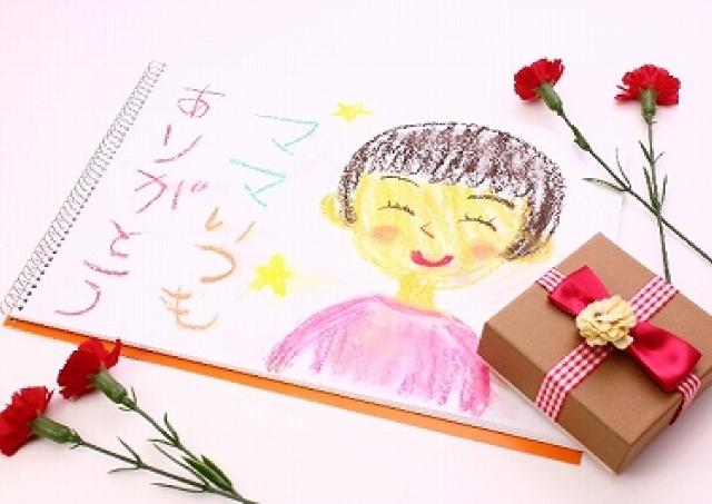 日本のお母さん、なんかごめん... 「母の日」プレゼント国際基準がすごい