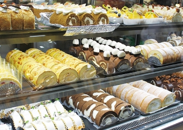 カフェで!コンテストで!見て食べて楽しむ「ロールケーキフェスタ」