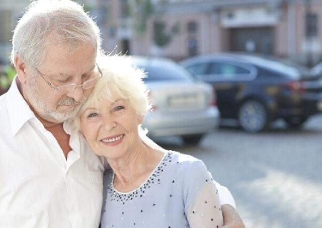 ラブラブ夫婦の数十年後はどう変わる? 年代別の「夫婦愛」比べてみた