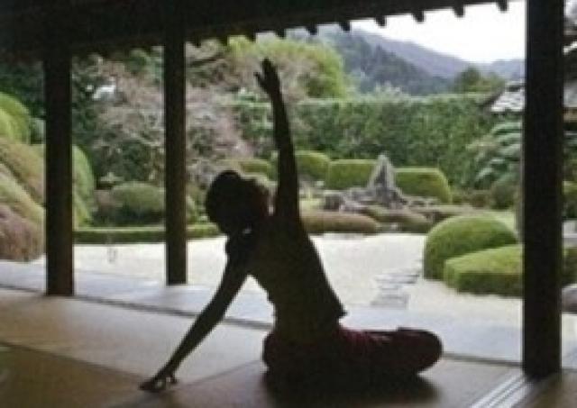 体も心もリフレッシュ!お寺でヨガを体験「頼久寺deヨガ」開催
