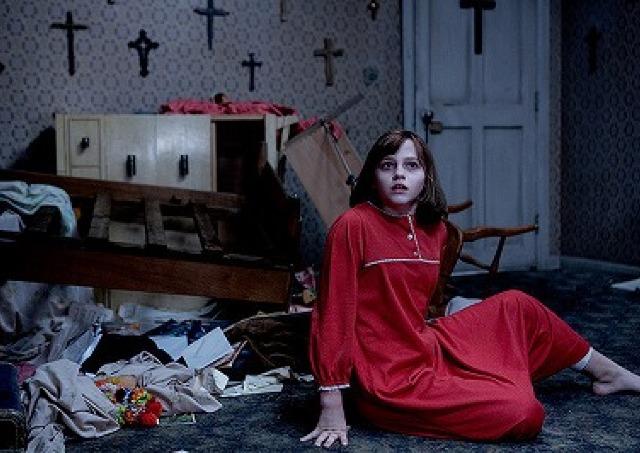 映画「死霊館 エンフィールド事件」/家に取り憑いた霊をみるショッキングな描写