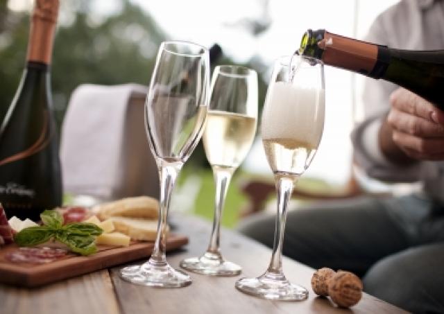 「とりあえず泡で!」世界のシャンパン・スパークリングワインを楽しむ街フェス