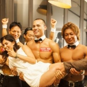 お触りし放題! マッチョだらけの「マッスルカフェ」が東京初上陸
