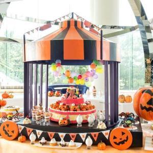 ヒルトン東京ベイにハロウィンブッフェ いたずら好きなサーカス団がデザートブッフェをジャック!