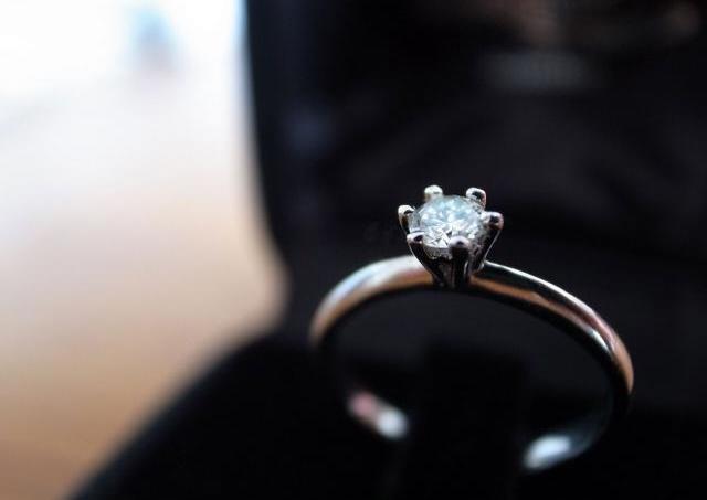 4割以上の既婚女性が思うこと 「プロポーズありがとう。でも、もっと○○な婚約指輪が欲しかった」