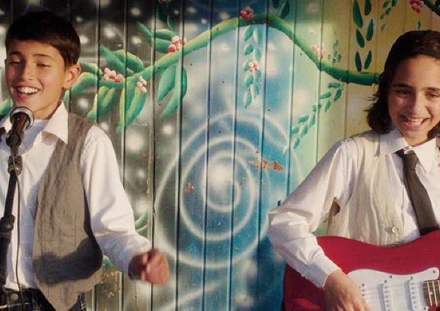 映画「歌声にのった少年」/ガザを歌声で勇気づけた青年歌手の半生