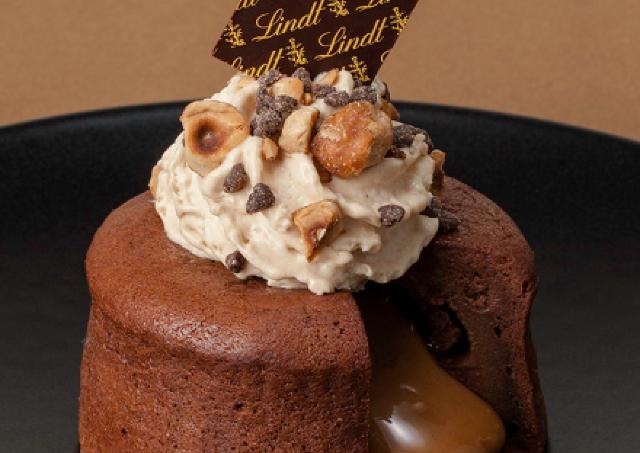 濃厚チョコ生地からあったかチョコクリームがとろ~り リンツの魅惑のショコラデザート