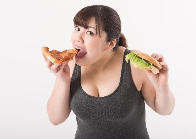ビックマック9個、お好み焼き12枚をペロリ...... ストレスで食べ過ぎる女たち
