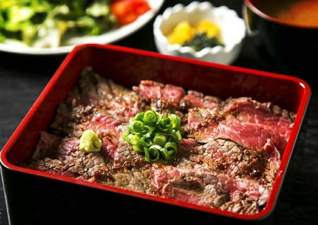 1日10食限定! 黒毛和牛の「超・熟成牛ステーキ重」ランチがいよいよ東京上陸