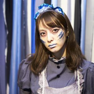 プロの特殊メイクで変身! 青色に輝く「ハロウィン」無料パーティーへご招待