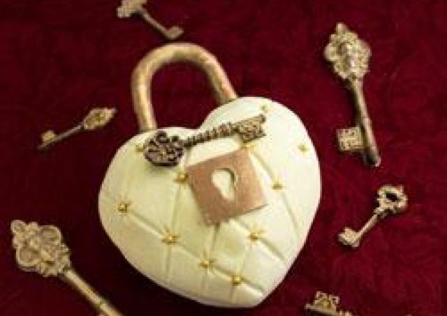 愛の南京錠で永遠の誓いを 50台限定、恋人たちのクリスマス
