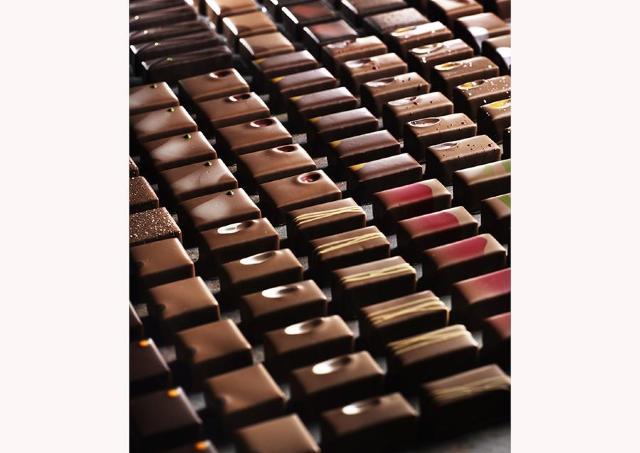 エスコヤマ小山シェフがコラボ「ショコラとワイン 官能の世界」