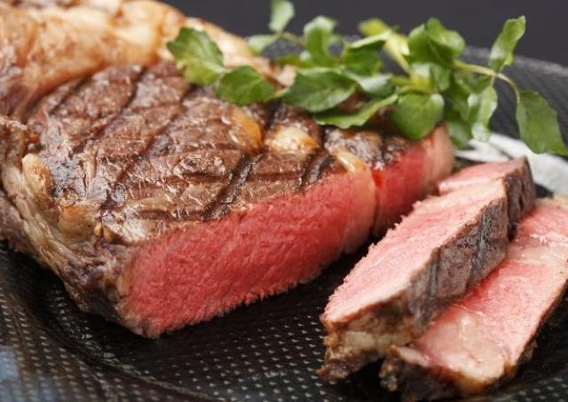 ブランド牛「短角牛」の5800円サーロインステーキが無料 西麻布の専門店でお得キャンペーン中