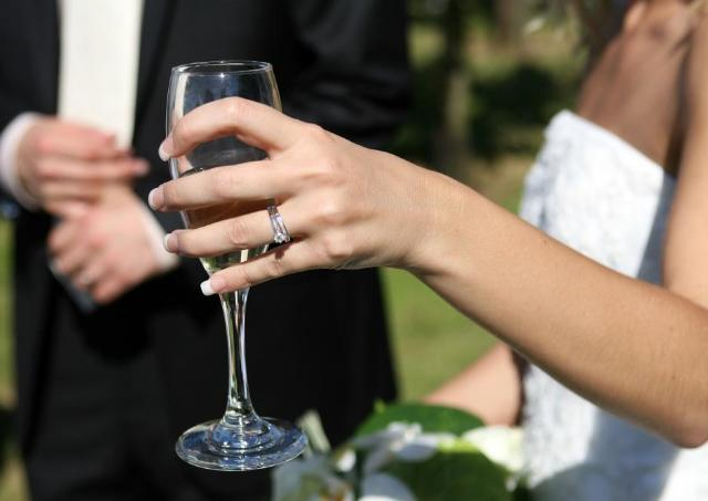 プロポーズに欲しいのは「指輪より石」 今どき男女4割が支持