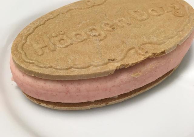 ハーゲンダッツ「ストロベリーフロマージュ」を食べてみた 甘酸っぱいイチゴがじゅわ~ イチゴ好きさんにおすすめ!