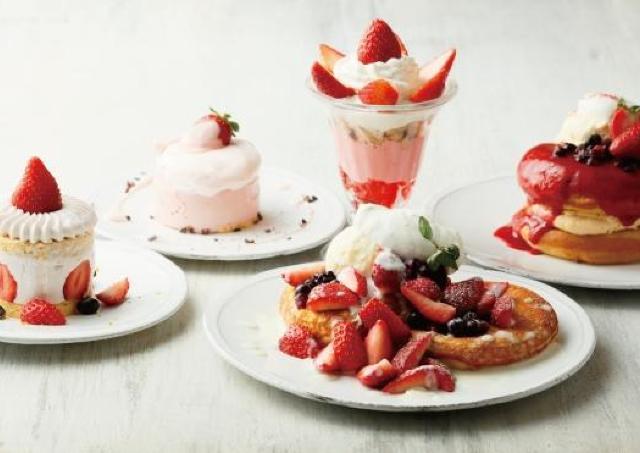 真っ赤なイチゴソースをたっぷり ストロベリーパンケーキがビブリオテークに登場