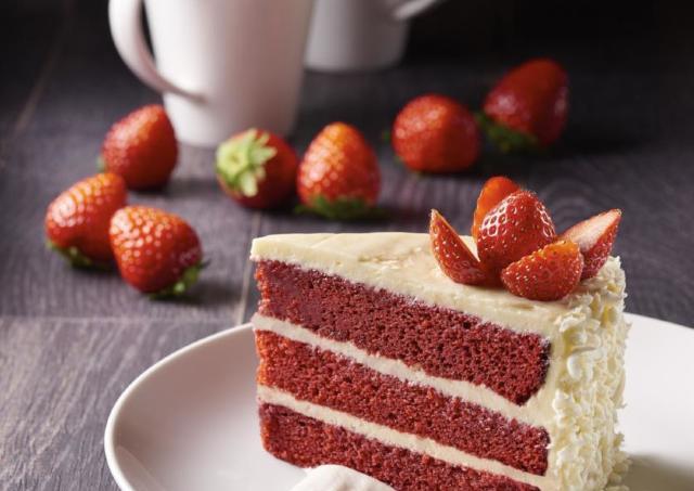 バレンタインに食べたい! 白と赤のコントラストがおしゃれな「レッドベルベットケーキ」