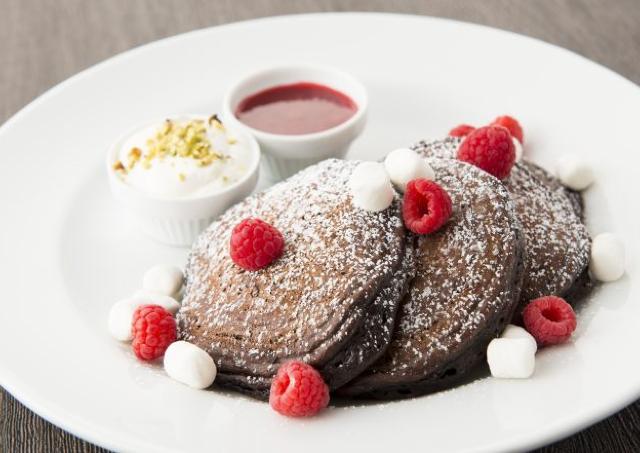バレンタインは「サラベス」をはしご! 3つのチョコパンケーキがおいしそう