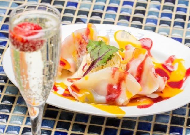 「いちご大福」を餃子で再現? スパークリングワインと食べたい「いちご大福餃子」