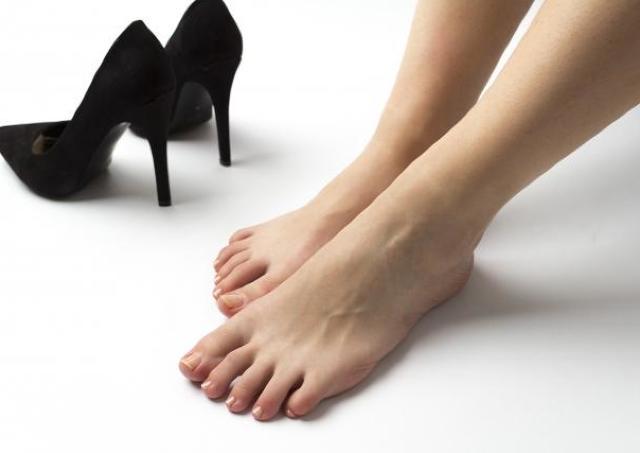 オフィス女子の「置き靴」事情を調査 便利だけど「ニオイ」には要注意