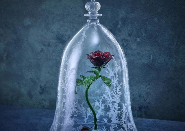 「美女と野獣」に出てくる「魔法のバラ」ガラスドーム、162万円