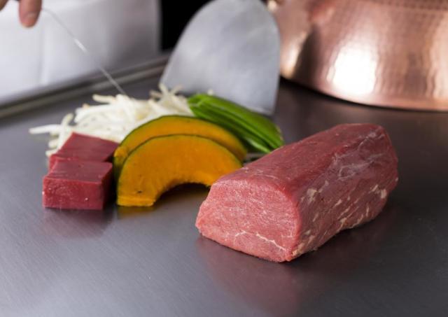 2人でド迫力の牛フィレ(500グラム)をガッツリ! 肉好きカップルはGWにシェアランチもいいかも