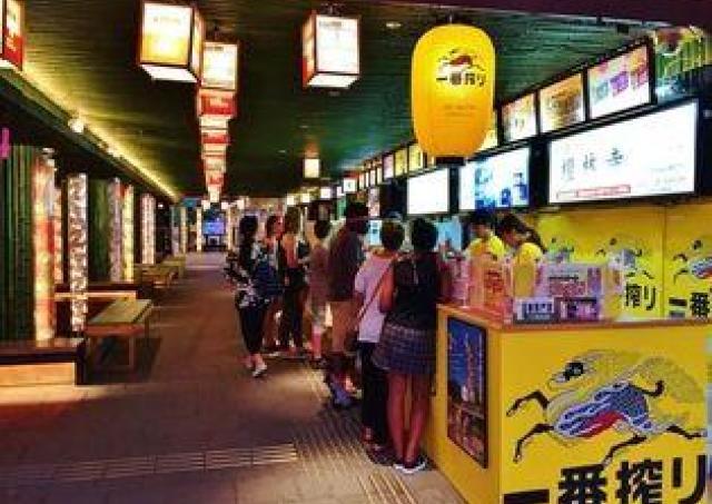 駅のホームでクラフトビールをグビッ 「嵐電駅ビア」開催