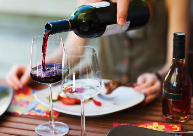 ボトルワインが半額に! 新宿グリアンテで「酒池肉林」企画