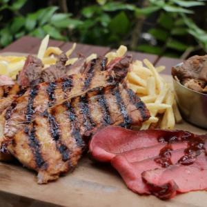 豪快肉料理とビールの最強コンビ! アークヒルズで「肉フェス」開催