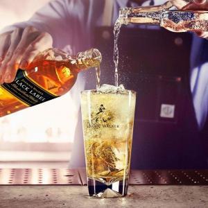 「ジョニーウォーカー」の立ち飲みバー出現 500円ハイボールで乾杯!