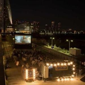 海風を感じながら映画鑑賞! 横浜赤レンガ倉庫で無料の野外シネマ