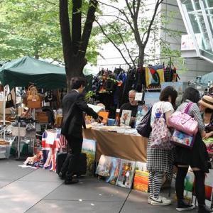 東京国際フォーラム恒例! 欧米風フリーマーケットで掘り出し物探し
