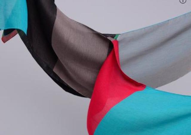 アートのような色・柄・織! 播州織ブランド「POLS」冬のストール展