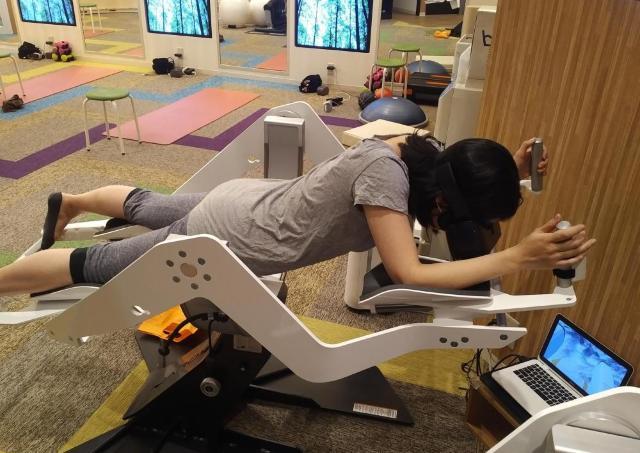 辛酸なめ子の東京アラカルト#10 近未来のVRフィットネスでお正月になまった体を鍛錬
