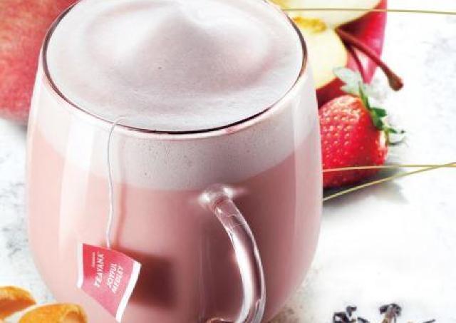 スタバの新ラテ、とにかく可愛い! フォームミルクまでピンク色だよ...
