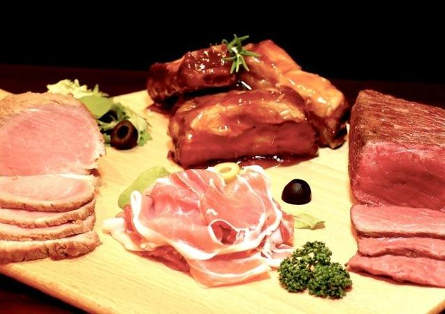 会計0円もあり得ます。新宿の肉バルで「フォロ割」やってるよ~!