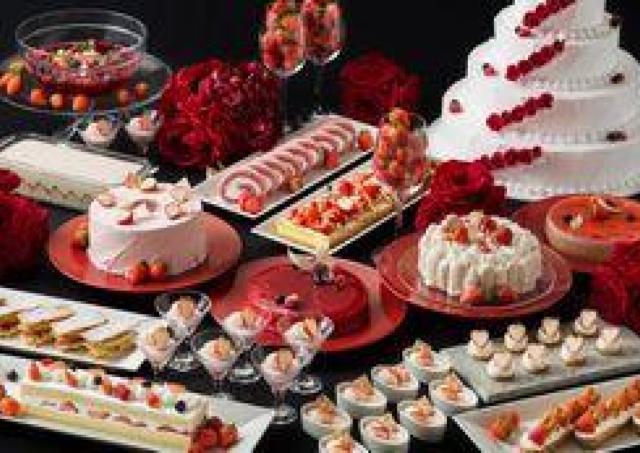 シフォンケーキにロールケーキ...苺スイーツの華麗なる饗宴